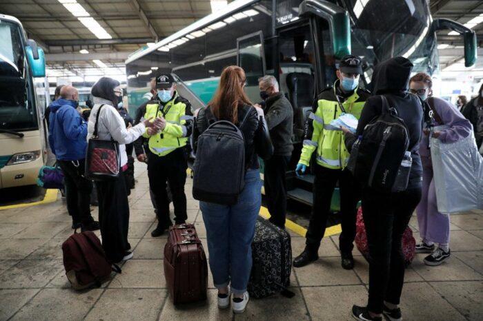 Εξονυχιστικοί έλεγχοι της ΕΛ.ΑΣ. στα διόδια: Κατέβασαν από λεωφορείο των ΚΤΕΛ επιβάτες χωρίς έγγραφα ! (φωτό)